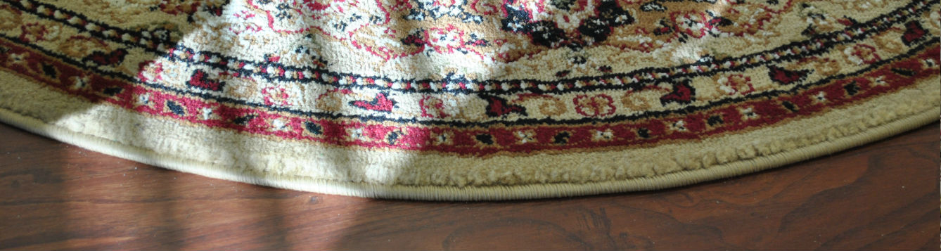 edge of a round area rug