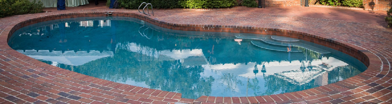Concrete swimming pool