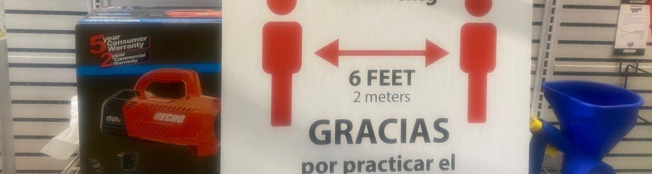 sign partly in Spanish, thanking people for social distancing