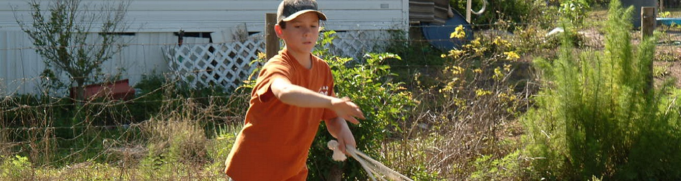 4-H youth practices rope throwing