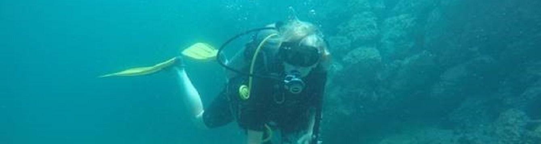 mikki mccomb-kobza explores underwater